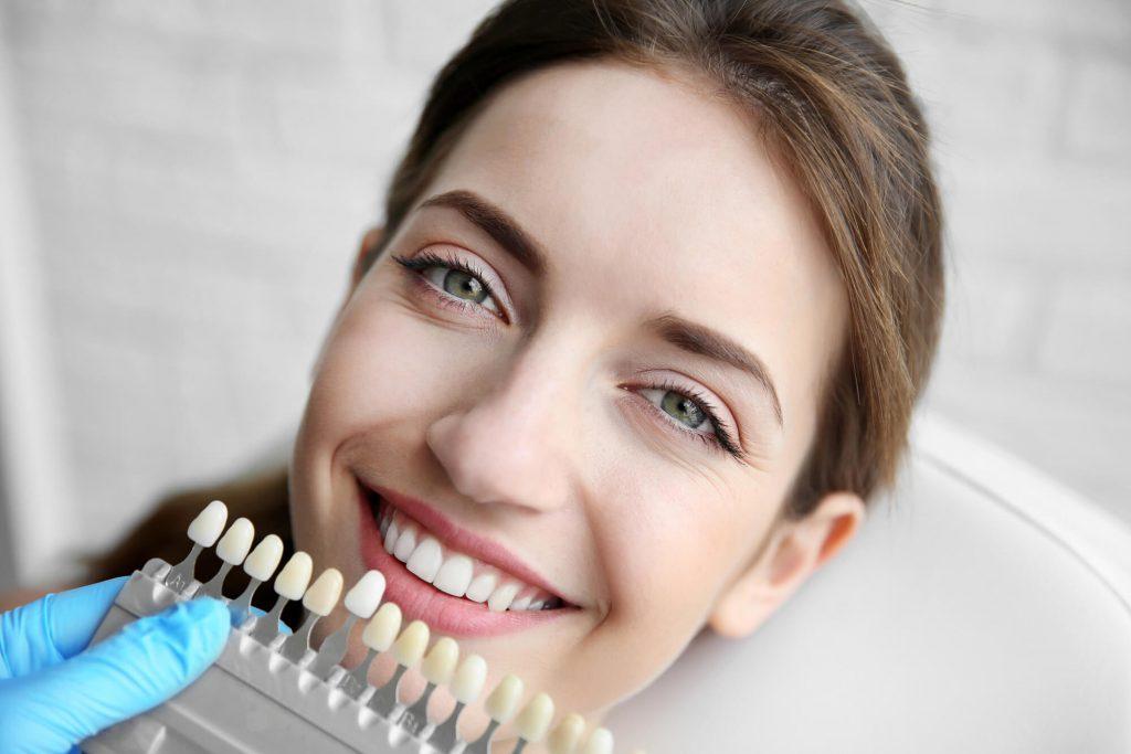 Facetas e lentes de contato: descubra qual a melhor opção para você!